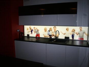 obraz led w kuchni podświetlenie krawędziowe